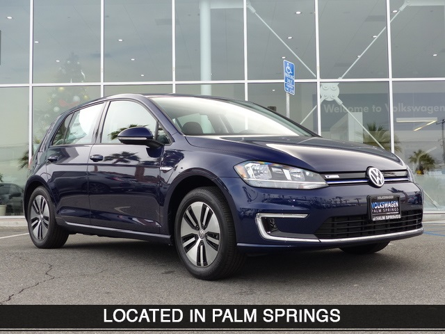 New 2018 Volkswagen e-Golf SE
